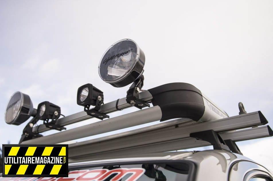 L'éclairage additionnel du pick up utilitaire est composé de deux feux à LED et de deux longues portées.