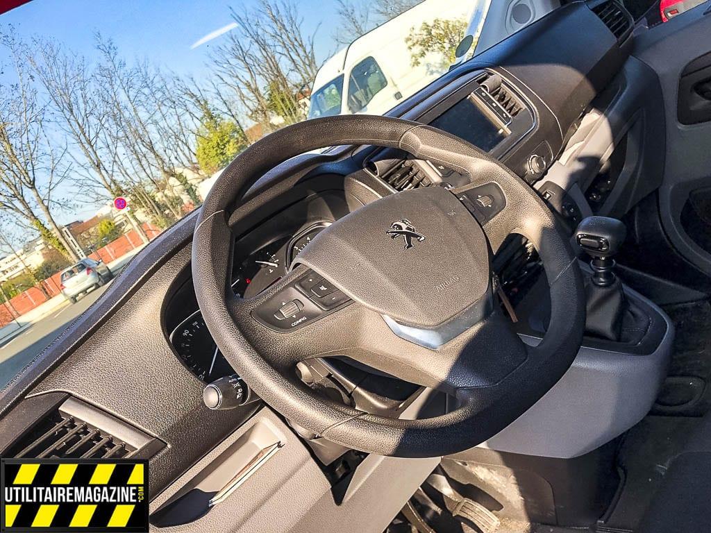 Question confort, rien à redire pour le conducteur dans le Peugeot Expert Compact
