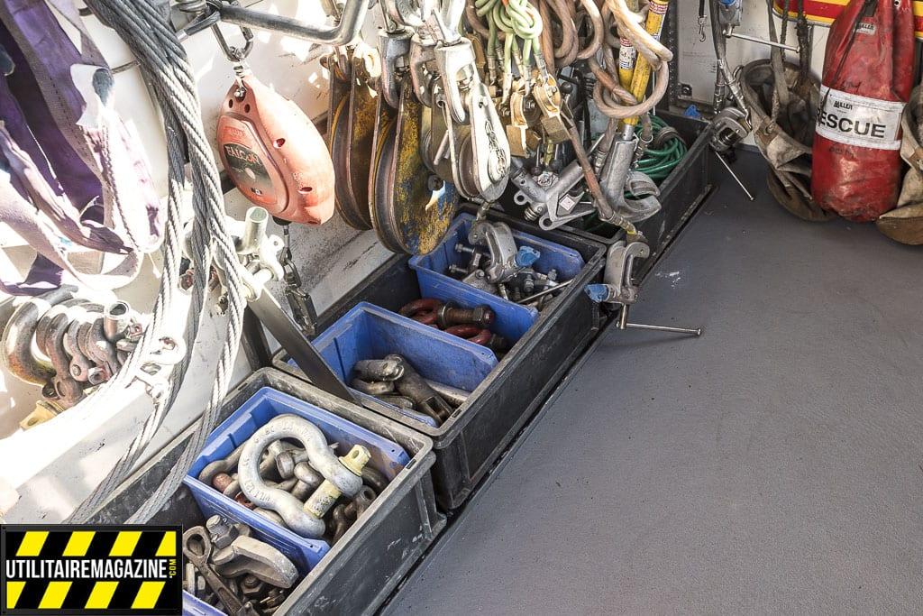 Les caisses sont maintenus en place dans une gorge, évitant qu'elle ne glissent pendant le transport