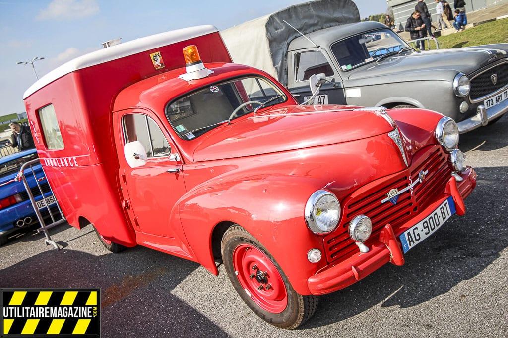 la Peugeot camionnette 203 ambulance est aussi appelée paquet de tabac à cause de la forme de la caisse