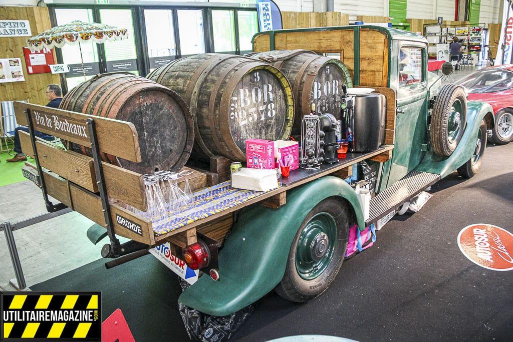 Le pick up Berliet semble idéal si vous avez des vieilles barriques à transporter.