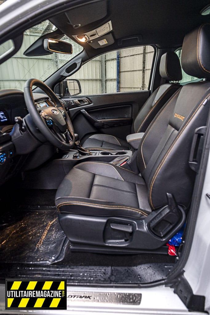 Les deux sièges avant sont confortables, surtout dans cette version haut de gamme.