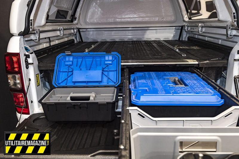 Les tiroirs sont compatibles avec les hard top et les tonneaux cover. On voit ici différentes mallettes pour compléter ses accessoires.