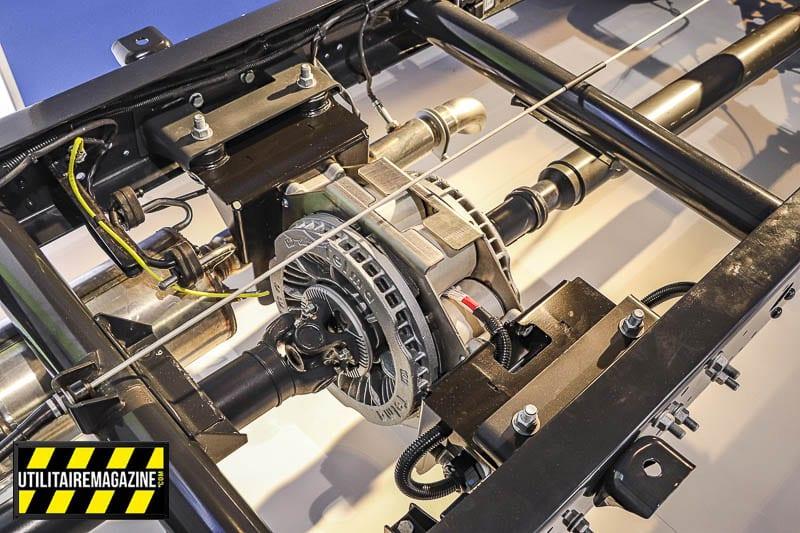Le montage du frein à induction Telma se fait par l'ajout de deux supports sur les longerons.