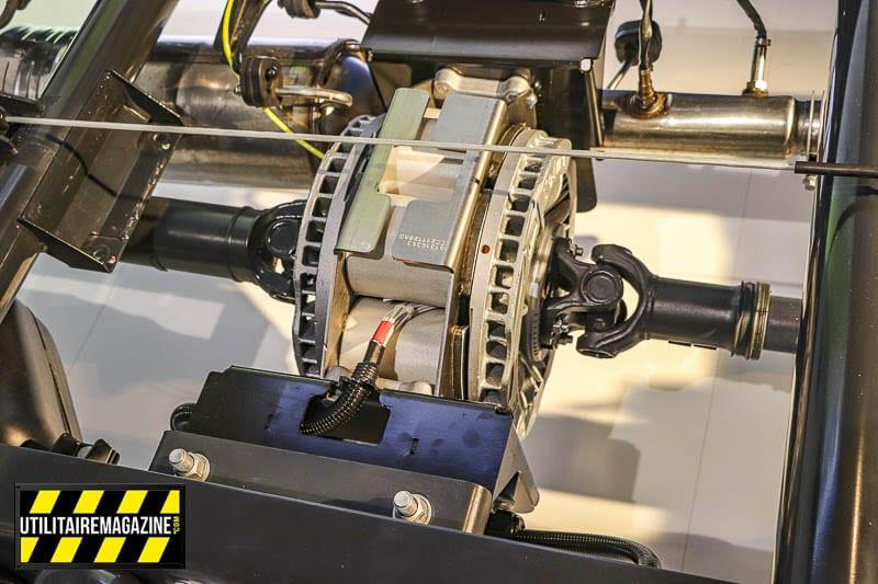 Le frein à induction Telma vient s'insérer à l'emplacement de l'arbre de transmission. il est ensuite relié par deux demi arbres.