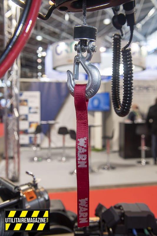 Au choix câble acier ou synthétique en longueur de 4 m ou de 10m avec crochet.