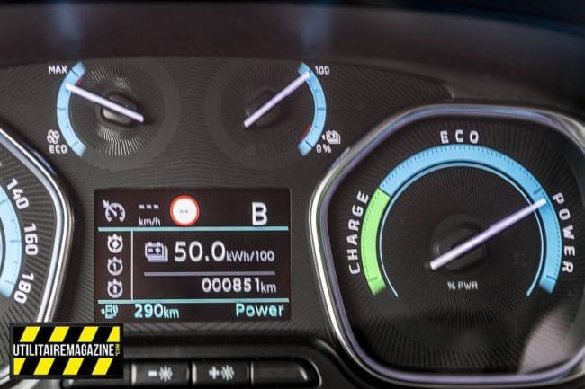 Le tableau de bord vous indique votre consommation électrique et l'autonomie. En haut à gauche, l'indicateur de conso du chauffage / climatisation