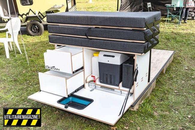 La box pour fourgon Ocevan dispose de deux larges tiroirs, d'une tablette avec évier