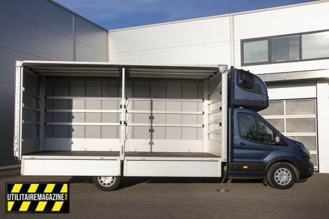 Ford Transit L5 : cette version avec caisse grand volume à rideaux coulissants peut recevoir 10 euro palettes