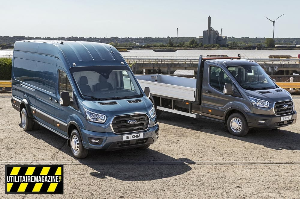 Le Ford Transit 5T ici en fourgon tôlé ou châssis cabine avec benne.