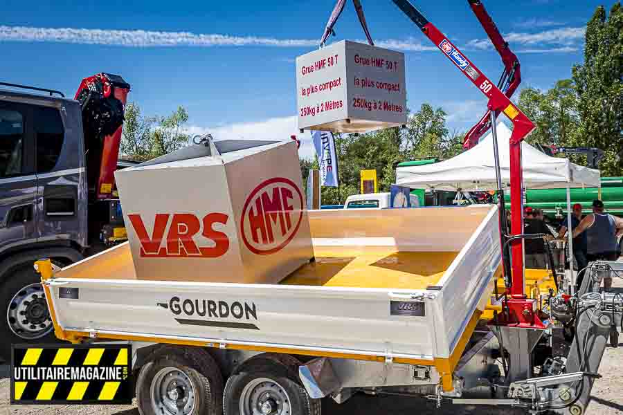 Le permis C1E permet de conduire un ensemble véhicule utilitaire entre 3.5 t et 7.5t avec une remorque de plus de 750 kg.