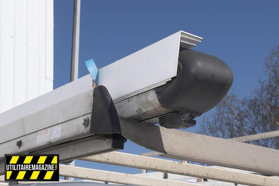 Un porte tube qui se verrouilles, cela empêche de perdre les matériaux en roulant, on peut aussi l'utiliser pour bien caler et arrimer les profilés.