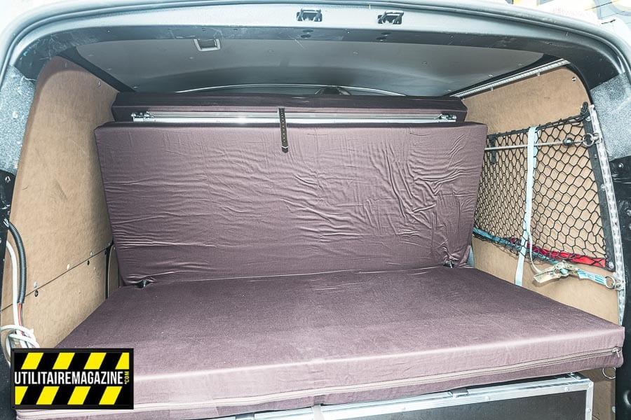 Une fois déplié, le lit en trois parties vous offrira un couchage de 135 x 195 cm sur un matelas de 10cm d'épaisseur. La mise en place ne prend pas plus de 30 secondes.