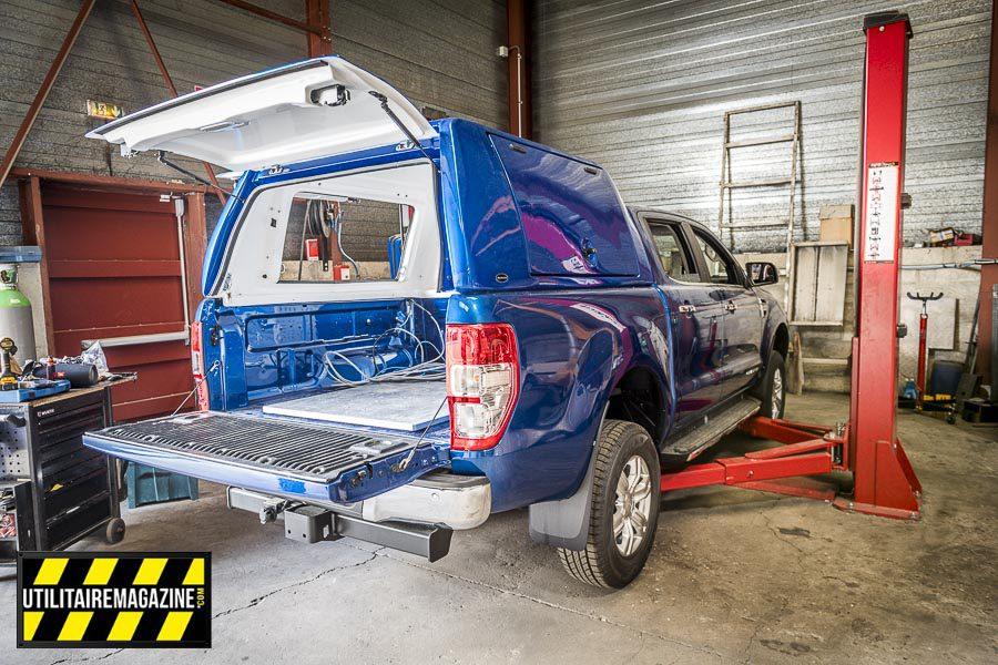 Ce pick-up va recevoir un équipement spécifique avec hard top et un gros travail électrique car il va recevoir une machine très spécifique et technologique de géolocalisation GPS